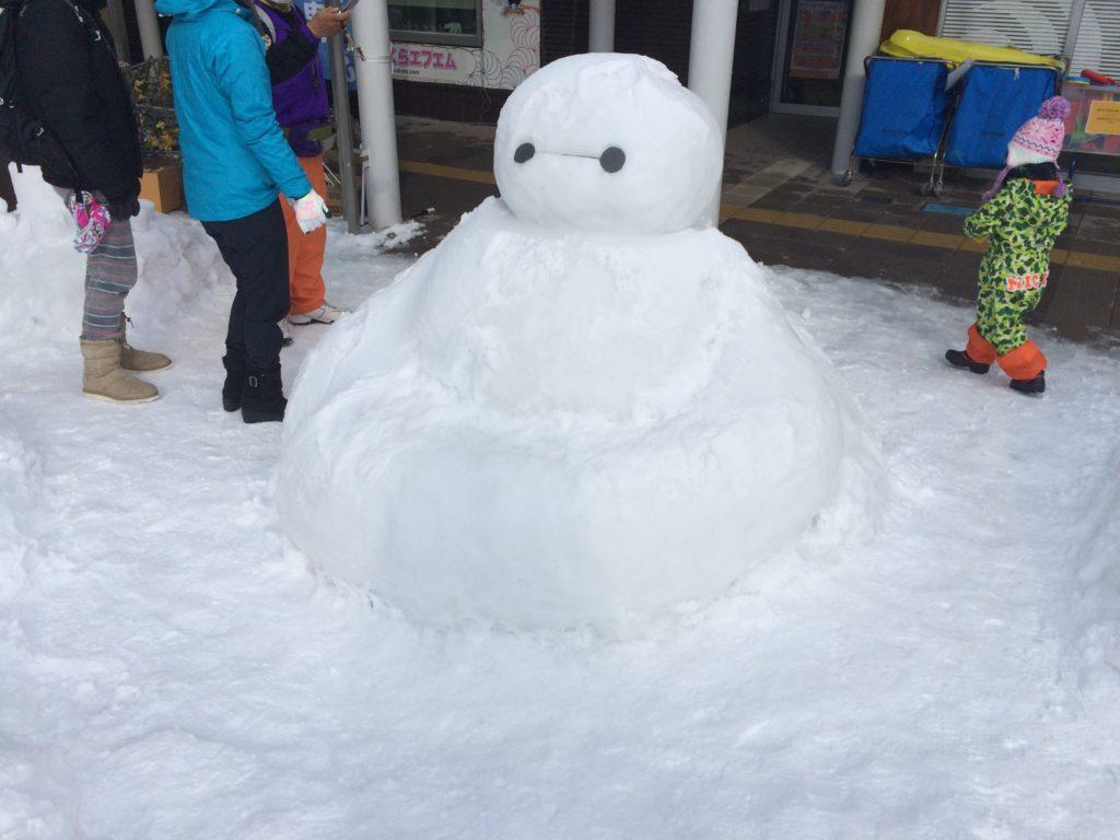 横手の雪像