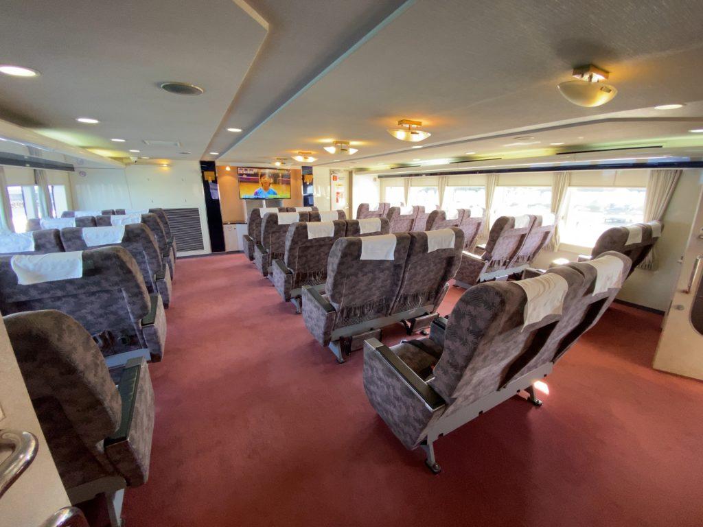 ぱいじま2  2階の有料特別船室「スーパーシート」